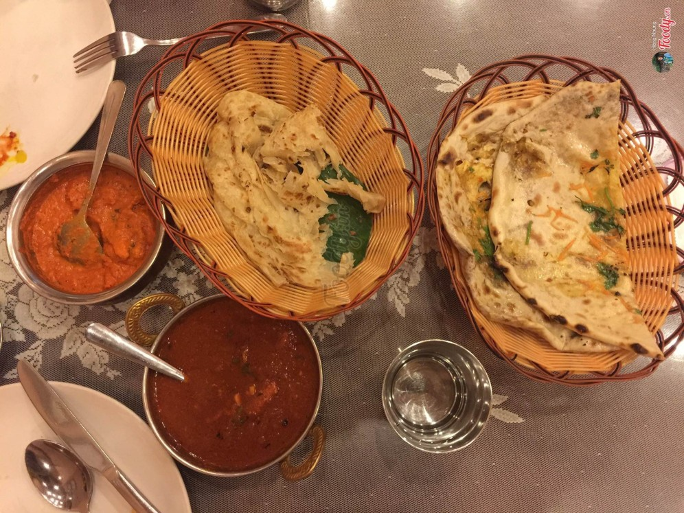 4 món đã gọi, gồm 2 curry và 2 bánh