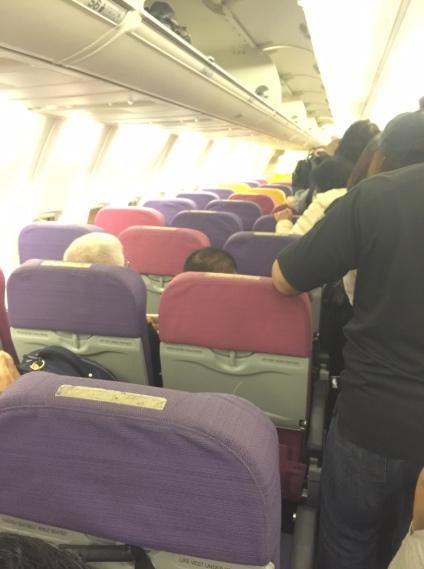 Ghế ngồi sặc sỡ chả kém gì Thai Airways